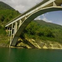 Diese Talbrücke wurde von unseren Locationscouts in Mitten einer abgelegenen Straße gesichtet und fotografiert.