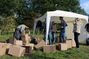 Viele Kartons - unzählige Hilfsmittel - 1 Aufgabe! Teambuilding in Hamburg mal anders!
